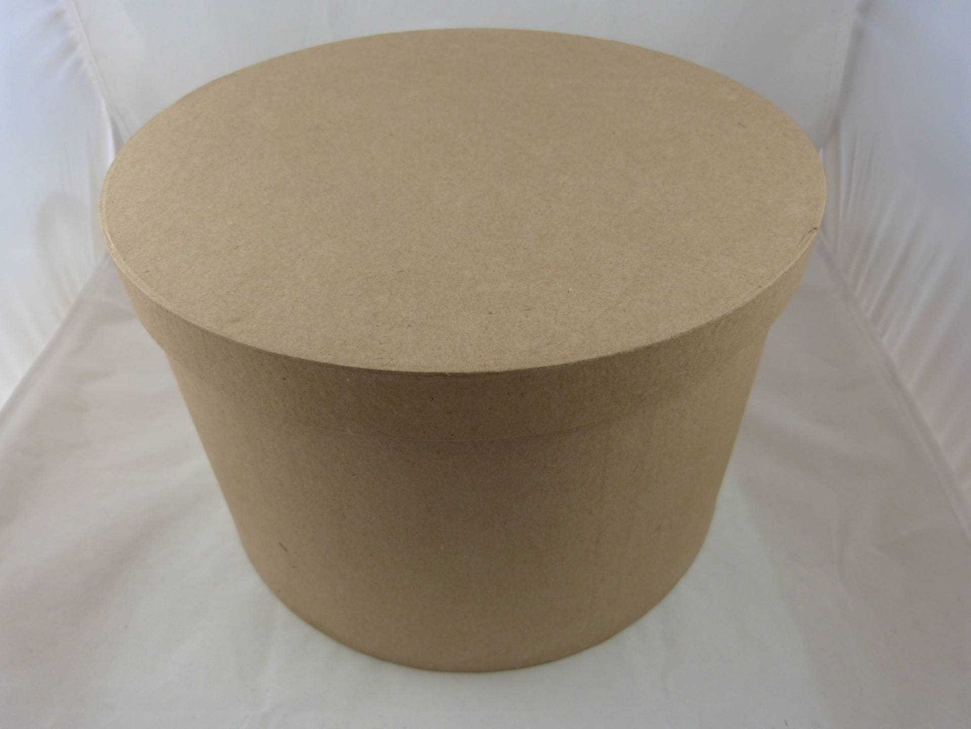 grande boite ronde en carton d corer. Black Bedroom Furniture Sets. Home Design Ideas