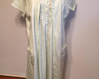 Vintage nightgown sent