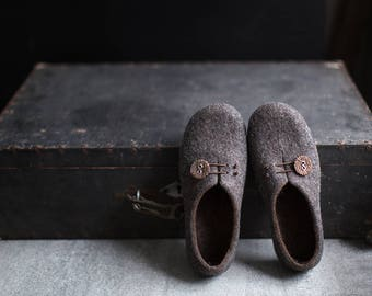 Women slippers with soles Gray brown home shoes Cozy felt slippers Natural organic wool warm bedroom slippers Minimalist gift for her