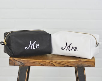 Personalized Leather Dopp Kit Wedding Gift SET |Mr. and Mrs. Leather Toiletry Bag Wash Bag Travel Case |Bridal Gift for Bride Groom Him Her