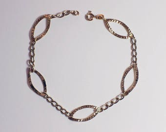 9ct Gold Hallmarked Ladies Bracelet Chain with Textured Cut Out Leaf Shape