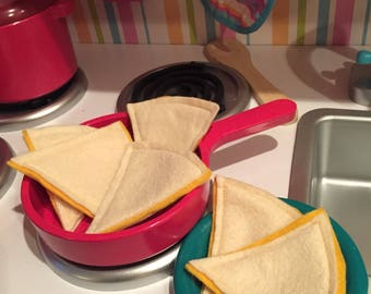 Felt food. Felt quesadilla. Play food. Kids pretend food. Math toy. Educational toys. Shapes. Cheese quesadillas.