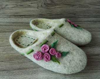 Felted slippers for women Women's slippers with roses Handmade slippers House shoes Felt slippers Women's Day Gift for her Wool slippers