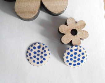 x 4 ivory and blue sequins Navy two-faced 20 mm