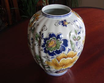 """Lovely 8.5"""" Porcelain Vase Andalt Primavera Made in Italy Collectible Home and Living décor a2629"""