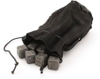 Eisen-Würfel (6 X) mit einem Leder-Etui