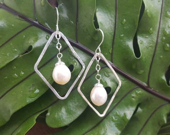 Diamond-shaped fine silver earrings with creamy pearls, Fine silver and Freshwater Pearl Earrings, Diamond-shaped Silver & Pearl Earrings