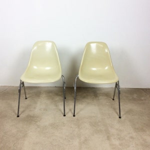 1 Of 2 Eames Chairs Stühle Herman Miller VITRA | Fiberglas Chairs W/  Stacking Base