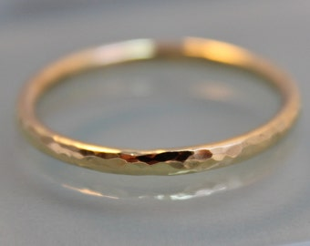 18k  SOLID Yellow Gold 1.6mm Round Faceted Hammered Stacking Band Wedding Ring  Eco Friendly Recycled Gold