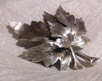 Vintage Leaf pin or brooch