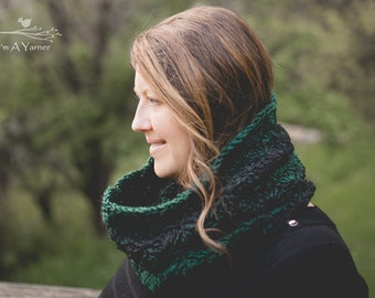 Green Infinity Scarf, Scarves for Women, Cowl Scarf, Chunky Crochet Cowl, Infinity Cowl, Winter Scarf, Chunky Knit Snood,  Circle Scarf