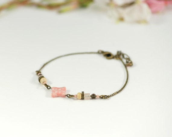 Pink boho bracelet 'Aphyllanthe' star with floral pattern, brass chain, wooden and glass beads
