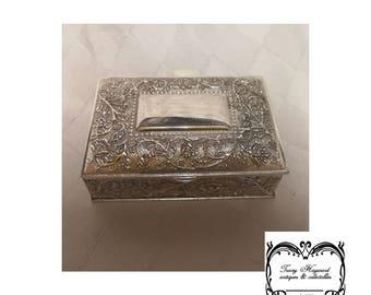 Box lidded Slivered coloured metal/chrome modern G.C.