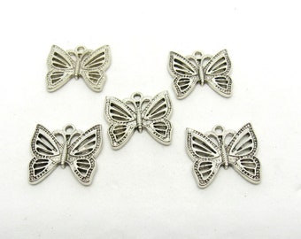 5 Antique Silver Tone Butterfly Charms 20 x 20mm (B513e4)