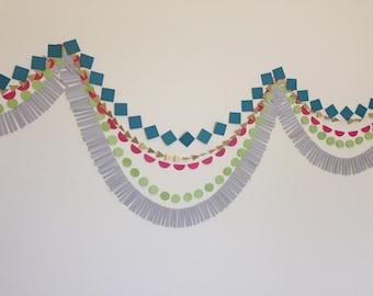 Fond de papier géométrique de guirlande. Guirlande de Tribal. Photo toile de fond. Guirlande d'anniversaire. Guirlande de frange. Fête de Pow-Wow. Le sud-ouest