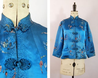 Vintage 1950s 60s Chinese blue silk jacket - Chinese embroidered silk robe - Chinese silk jacket - Oriental Coat - Quilted silk jacket