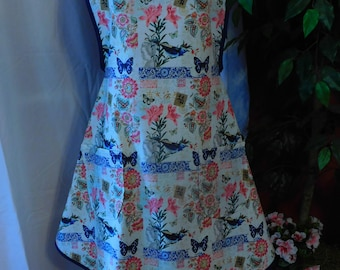 LADIES ASIAN APRON -- 2 Lined pockets with navy trim  --  sweetheart neckline