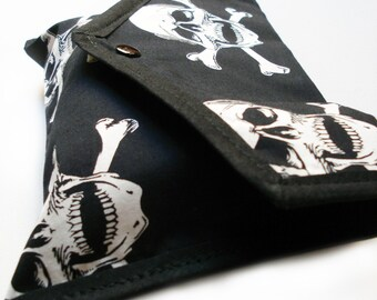 Skull and crossbones pouch - snap closure - Kezbirdie
