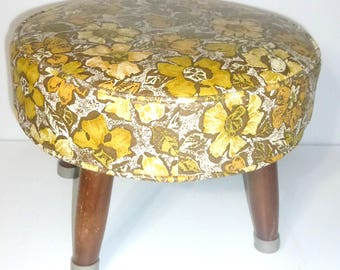 21018 Vintage FOOTSTOOL Retro Footstool Flower Power 1960's Foot Rest Bench Pansy Memory of the Past Grandma