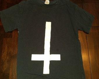 Inverted cross hemmed shirt