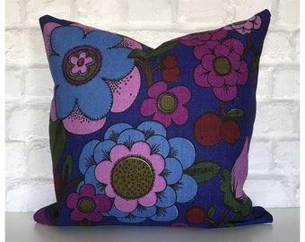 """Vintage 1960s 1970s Floral Fabric Cushion Cover 16"""" x 16"""" Flowery Purple Blue Retro Throw Pillow"""