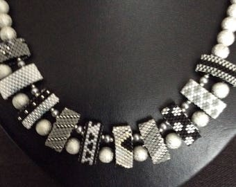 Necklace Peyote on wear pearls, black, white, grey