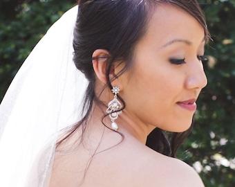 Crystal Bridal Earrings, Chandelier wedding earrings, Wedding jewelry, Swarovski Crystal Swarovski Pearl, Lisa Earrings
