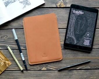 Leather iPad sleeve case. iPad mini case. Handmade leather iPad mini sleeve. Light brown color.