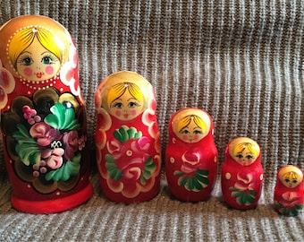 Red 5 peice Russian Nesting Dolls