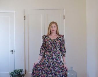Vintage Button Up Floral Printed Dress with Scoop Neck and Full Skirt Womens