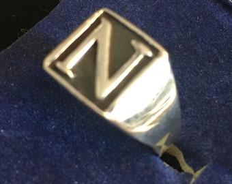 N Signet ring in sterling silver    VJSE