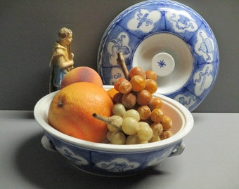 Blue and white Asian bowl with lid Asian decor Shabby Chic decor vintage blue and white Asian bowl organizer container vegetable bowl