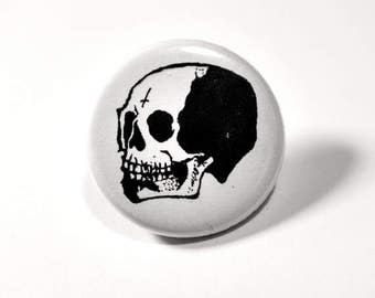 ON SALE Skull button pin // Pinback buttons- Badges - button pin  // Free shipping!