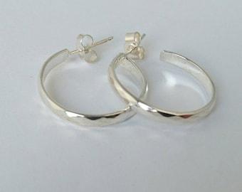 Sterling silver pattern hoop earrings, hallmarked in Edinburgh