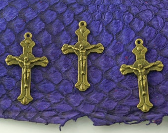 Cross / Crucifix in Antique Brass Finish, Lead & Nickel-free Base Metal Charms - 4 per pack