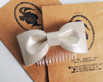 Handmade faux leather bow comb