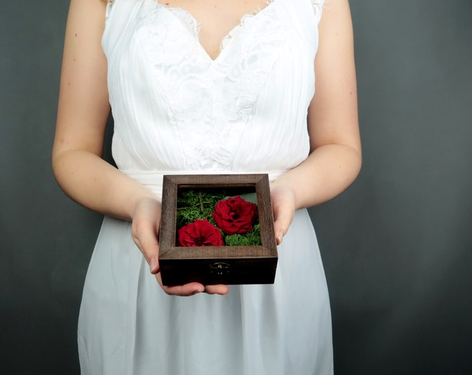 Natural flower ring bearer Wedding rings box with moss red wild preserved roses eucalyptus glass box dark walnut wood woodland rustic style
