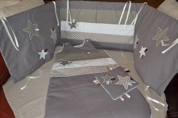 tour de lit et gigoteuse gris taupe. Black Bedroom Furniture Sets. Home Design Ideas