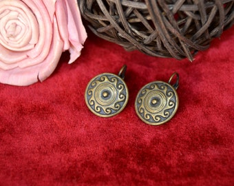 round earrings vintage