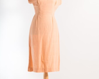 Vintage 1950's Peach Wiggle Dress (Size 8 Aust / 4 USA / 8 UK)