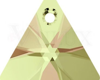 Swarovski XILION Triangle 6628  12 MM Luminous Green