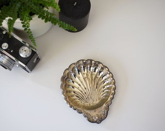 Small Shell Shaped Tray / Ring Dish / Vintage / Antique / Jewelry Organizer / Feminine / Gifts for Her / Glamour / Beach / Old Hollywood
