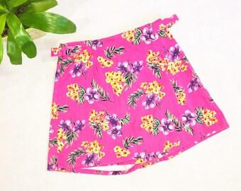Vintage Pink Flowered Skort   Size 8   Shorts / Skirt   Sostanza   Deadstock   Denim   Jean   80s Skort   Floral   High Waisted