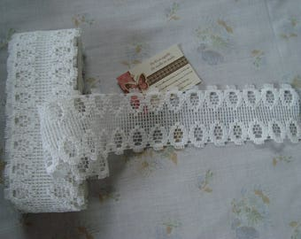 Large white guipure lace with geometric patterns - 7 cm wide