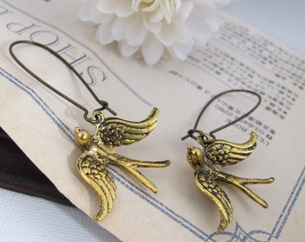 Vögel-Ohrringe in die Höhe. Antik Gold vergoldet, fliegende Vögel, Antik Messing lange Kidney Ohrhaken. Vogel-Ohrschmuck