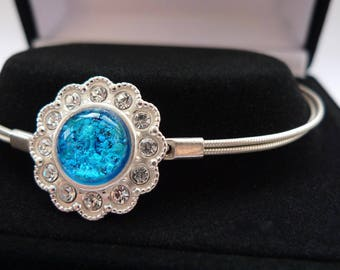 Cremation jewellery. Ashes in glass. Pet memorial jewellery. Pet memorial bracelet. Pet ashes jewellery. Pet ashes bracelet.