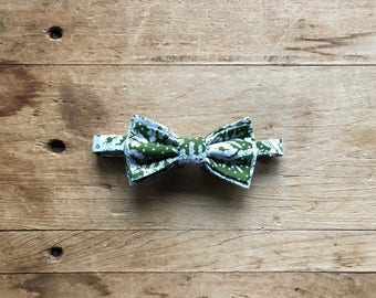Simply Me • Gentlemen ~ Children's Bow Tie ~ Green and Ivory Snowflake ~ Bow Tie ~ Gift ~ Family Photos ~ Christmas  ~ Holiday