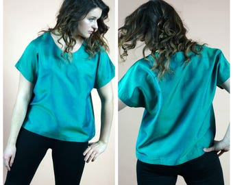 Beautiful Vintage tailored loose opalescent blouse ; Comfortable oversized shirt tailor made green oversize blouse