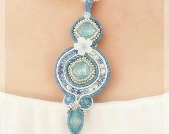 Collana Soutache, pendente Soutache, Soutache, collana azzurra, collana opale, collana bianca, collana elegante, pendente elegante,