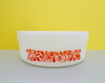 Agee/Crown Pyrex 'Paisley' souffle dish